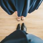 結婚の挨拶を両親に伝える時期はいつ?服装などマナーを紹介!