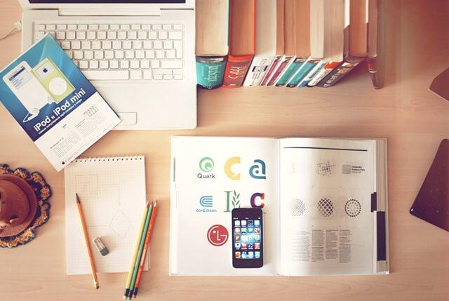apple-iphone-books-desk-1