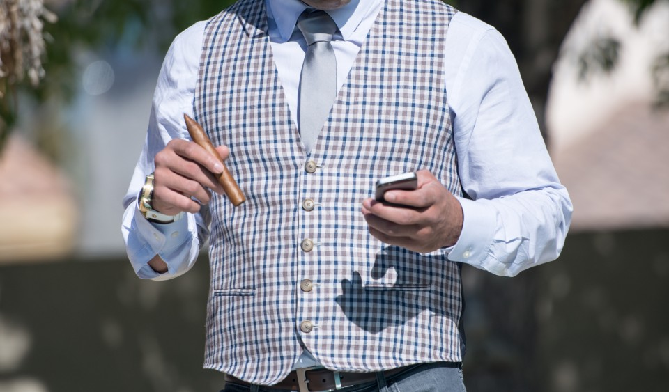 boss-fight-free-stock-images-photography-photos-high-resolution-man-cigar-iphone-960x563