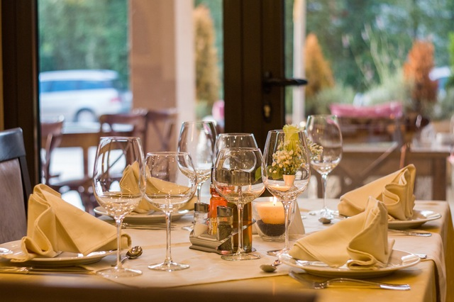 restaurant-wine-glasses-served-51115