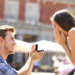プロポーズはサプライズで!簡単で感動するアイデアは?