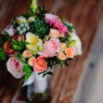 花嫁のブーケの値段は?造花と生花だと見栄えや金額の差は?